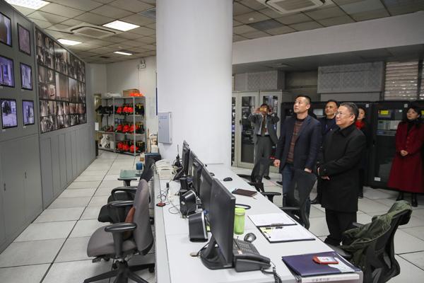 馆领导王莲华、王小明春节慰问一线人员检查节日保障
