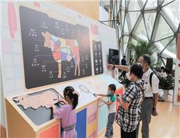 """面条里有工业胶?吃碘盐可以防辐射?上海自然博物馆上演""""餐桌真心话大冒险"""""""
