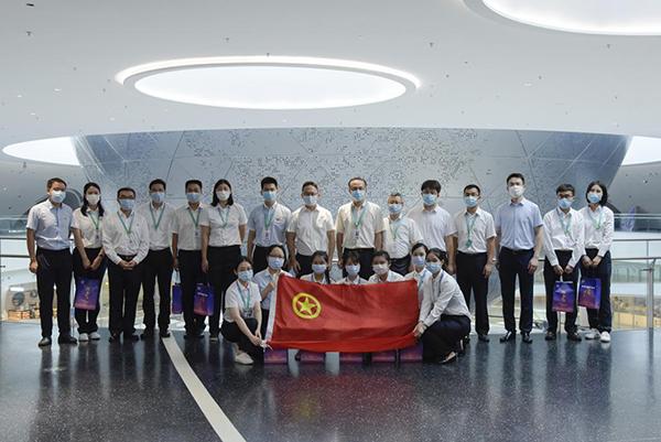 团市委副书记丁波走访慰问上海天文馆青年团队